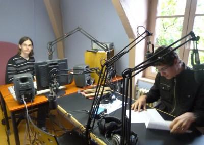 animateurs-de-cafeine-sur-les-ondes-de-radio-presence