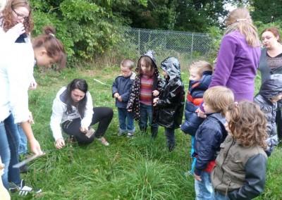 les-cap-atmfc-et-des-eleves-de-maternelle-preparent-le-jardin